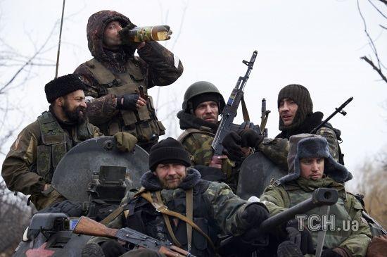 Російські окупанти на Донбасі обстріляли школу та житлові будинки
