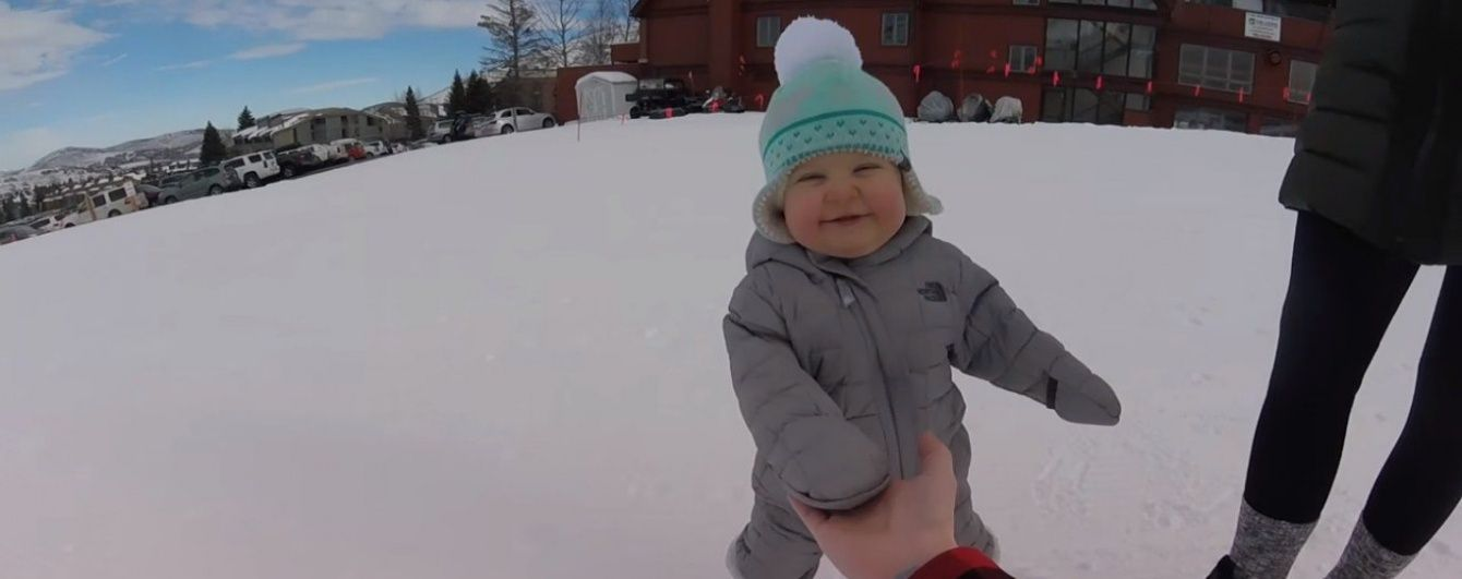Юзерів потішило відео, на якому спритний 14-місячний малюк катається на сноуборді
