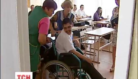 В Украине планируют закрыть половину интернатов и перевести детей в обычные школы