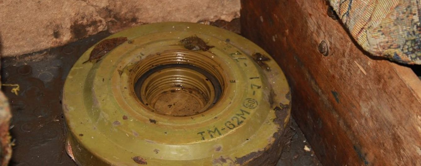 Мінери на кладовищі у Попасній знайшли схованку зі зброєю та боєприпасами з РФ