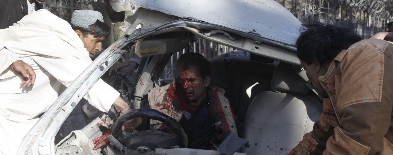 В Пакистане мощный взрыв унес жизни 7 человек, десятки ранены