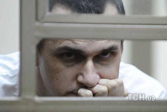 """Російські тюремники стверджують, що Сенцов отримує """"звичайну їжу"""" і вже почав набирати вагу"""