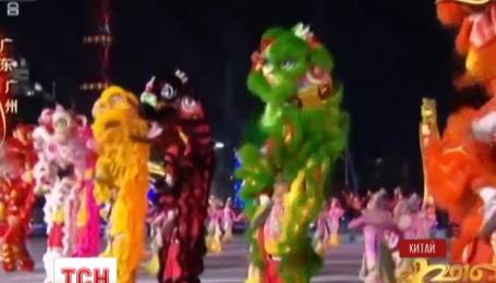 Китайський Новий рік відзначили карнавалами та феєрверками
