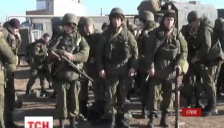 Российские военные бряцают оружием вдоль всей границы с Украиной и в Крыму