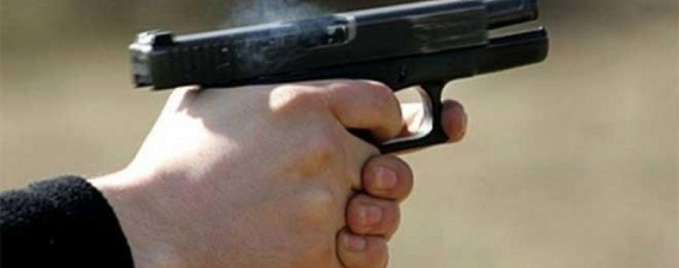 На Київщині поліцейський вистрілив в озброєного хулігана