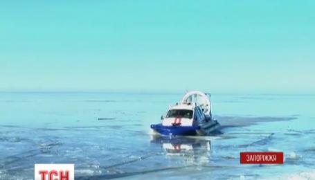 Несколько десятков рыбаков сняли со льда на Каховском водохранилище