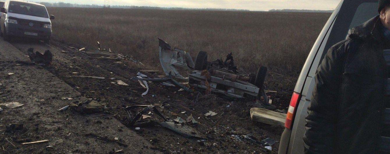 """У Держприкордонслужбі повідомили подробиці вибуху мікроавтобусу біля КПВВ """"Мар'їнка"""""""
