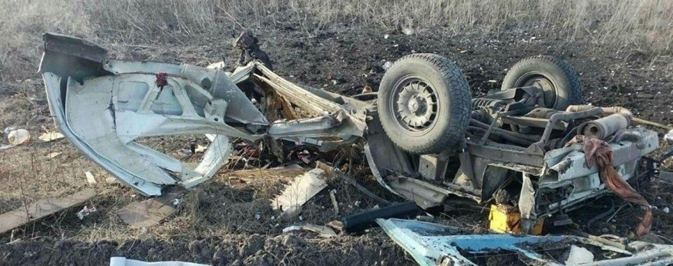 Кількість загиблих внаслідок вибуху мікроавтобуса під Мар'їнкою зросла