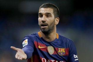 "Футболист ""Барселоны"" устроил драку и сломал нос турецкому певцу"