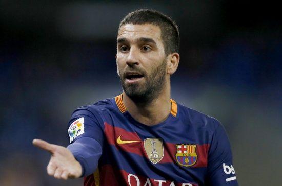 """Футболіст """"Барселони"""" влаштував бійку і зламав ніс турецькому співаку"""
