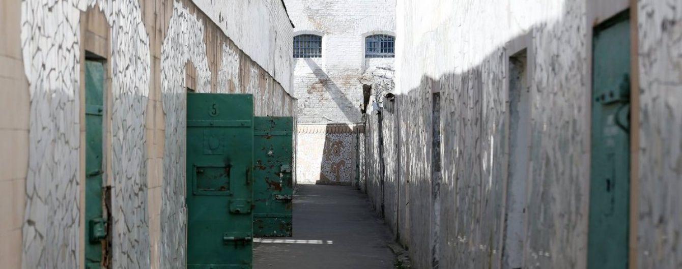 Загадкова смерть у київському СІЗО: у Мін'юсті запевняють, що чоловік покалічив себе сам