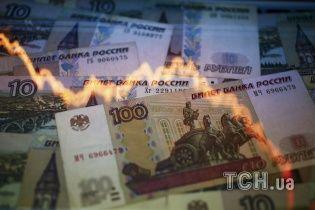 Упало все. Налякані новими санкціями рубль та акції роcійських компаній стрімко обвалилися