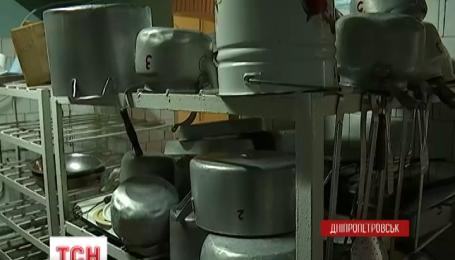 В одному з районів Дніпропетровська закрили школи, бо учнів нема кому годувати