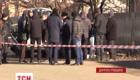 У Нікополі впритул розстріляли легковик із кримськими номерами
