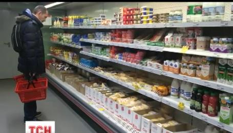 В российских супермаркетах начали продавать напитки и еду в кредит