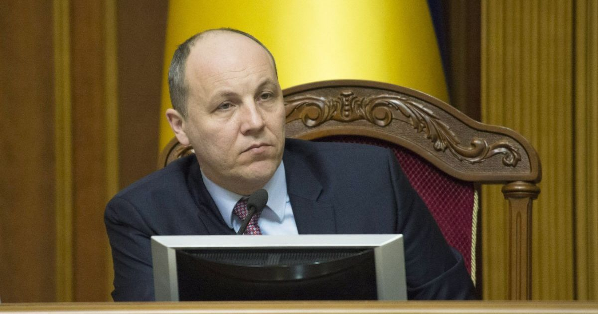 Парубий подписал закон о реинтеграции Донбасса, передав его Порошенко