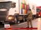 На в'їзді у Закарпатті активісти зупиняють російські фури і змушують водіїв розвертатися