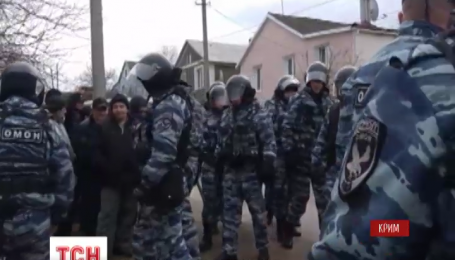 Російська ФСБ провела обшуки у будинках кримських татар та заарештувала вісьмох людей