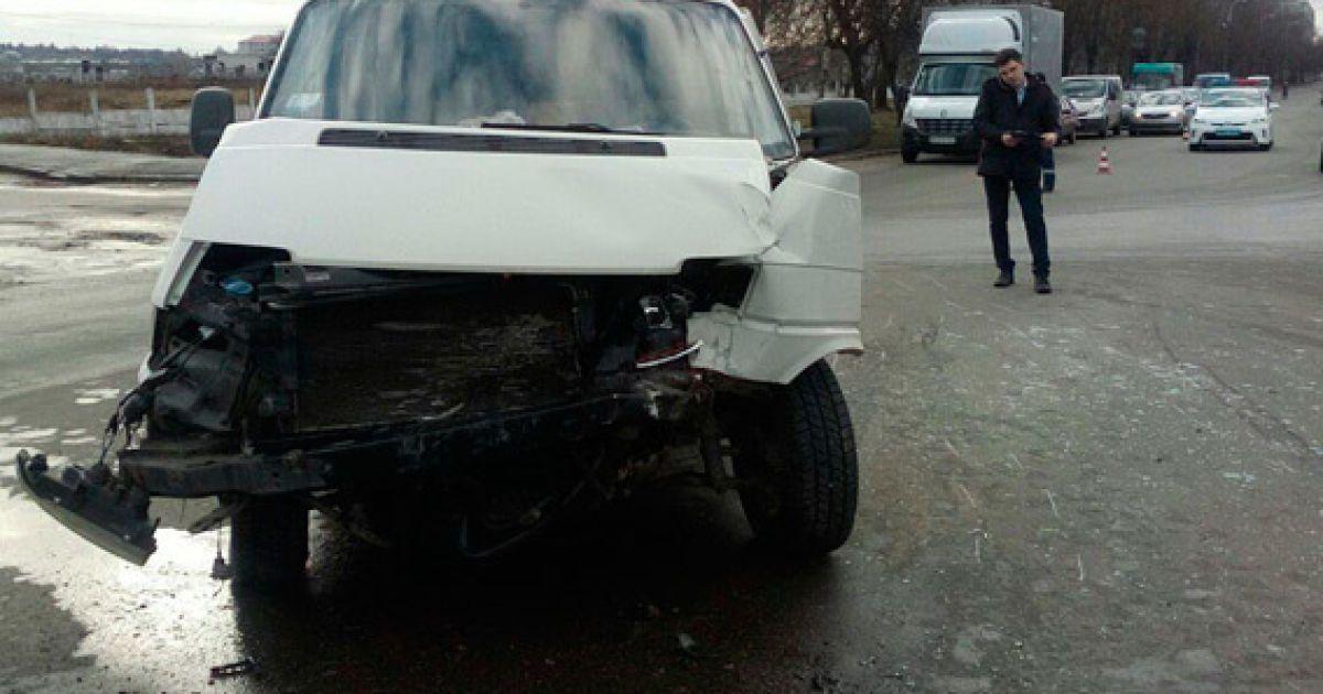 У Бердичеві водій мікроавтобуса протаранив конвойний автомобіль поліції @ ГУНП в Житомирській області