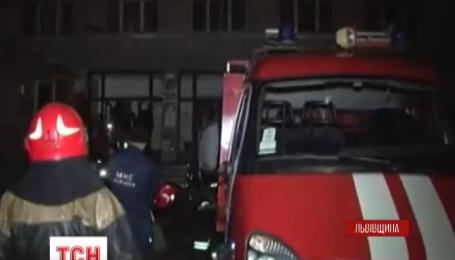 Во Львове посреди ночи из общежития эвакуировали 150 студентов