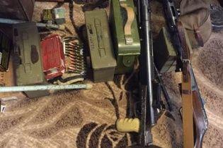 У Києві схопили псевдоправоохоронця із потужним арсеналом зброї з зони АТО