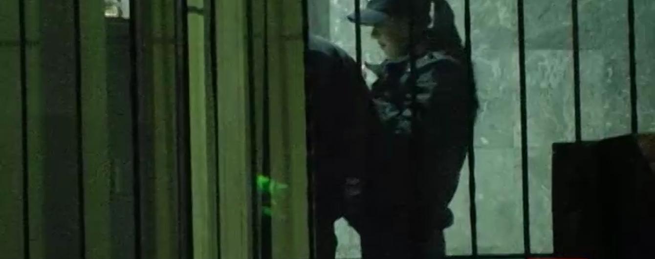 """Одесской патрульной, торговавшей наркотиками на рабочем месте, """"светит"""" до 10 лет тюрьмы"""