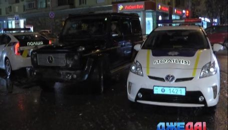 На бульваре Леси Украинки «Мерседес» снес «Тойоту»