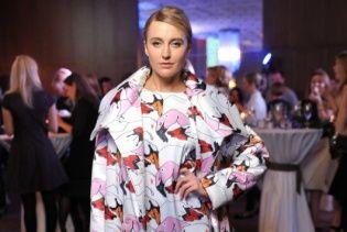 Ева Бушмина в наряде от украинского бренда блеснула стройными ногами