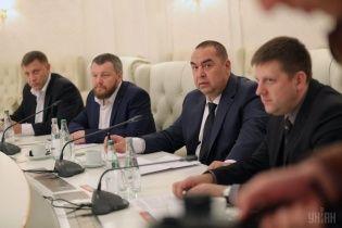 Луганские боевики силой выбивают из местных жителей украинские кредиты