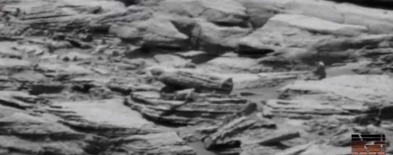 """Юзерів спантеличили загадкові знімки """"єгипетської мумії"""" на поверхні Марса"""