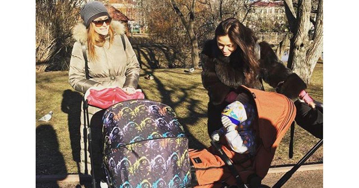 Віка та Слава з «НЕАНГЕЛІВ» відпочили із малюками Камінської @ instagram.com/babaslavka