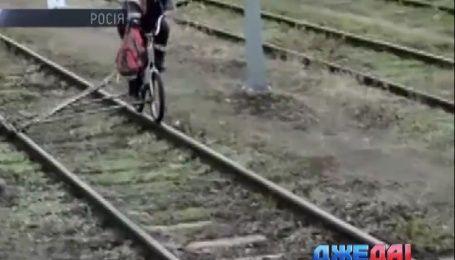 В России выдумщик заставил велосипед ездить по путям