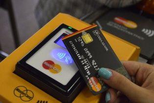 В киевском метро ограничат жетоны, а некоторые турникеты будут принимать только карточки