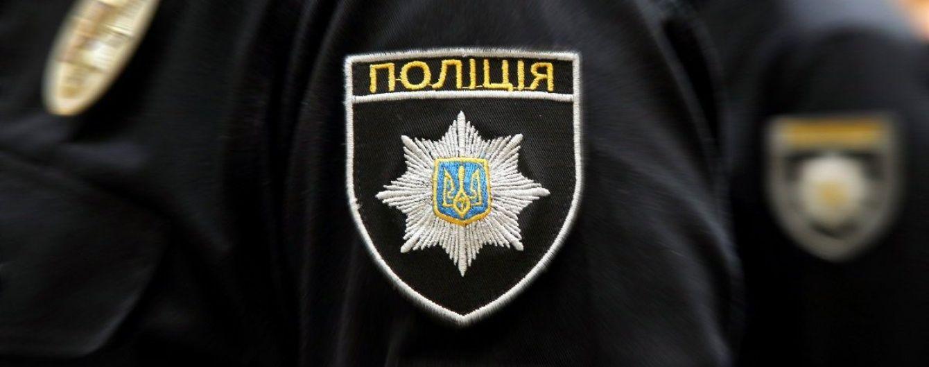 У Києві чоловік відкрив стрілянину по перехожих і поліцейському авто