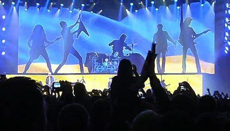 Scorpions виступили на фоні українського прапора