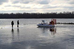 """На Полтавщині на відірваній від берега крижині в """"море"""" попливли 150 рибалок"""