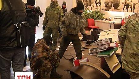 У Києві розгромили офіс Альфа-банку