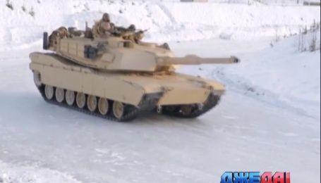 Американские военные устроили соревнования по экстремальному управлению бронетехникой