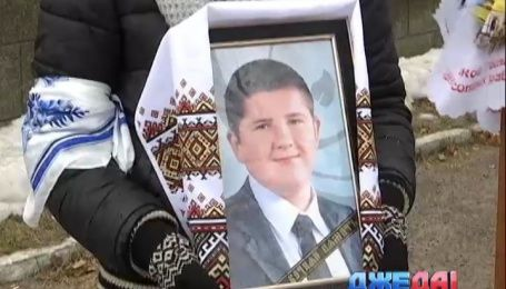 К двум месяцам за решеткой приговорили полицейского, который стрелял в парня