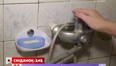 Жители одного из киевских домов уже два месяца живут без горячей воды