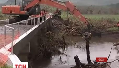 Растет число жертв мощнейшего циклона за всю историю архипелага Фиджи
