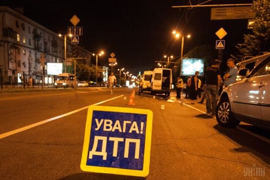 На Київщині водій на пішохідному переході збив жінку з двома дітьми 4 і 8 років