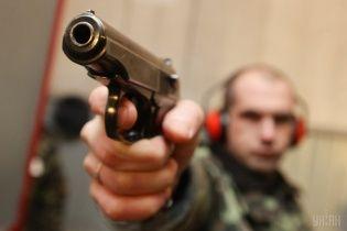 У Києві озброєні люди у масках викрали з машини 500 тис. грн