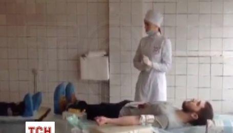 В Днепропетровске сотни граждан сдают кровь для раненых