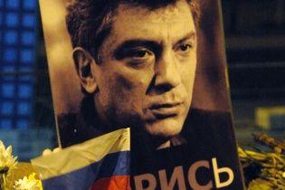 Возле посольства РФ в Вильнюсе появился сквер имени Немцова