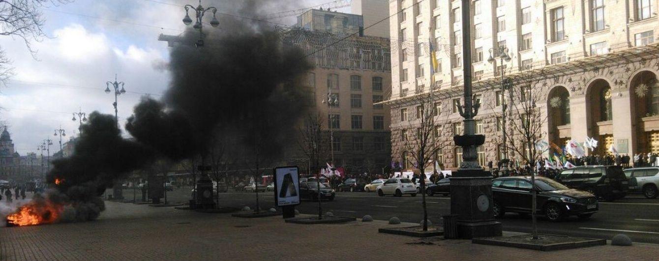 Палаючі шини та обурені таксисти. Як під стінами КМДА протестували проти Uber