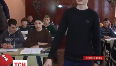 На Тернопільщині батьки не хочуть пускати дітей до школи через завуча