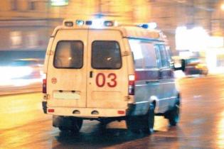 Посеред вулиці побили водія швидкої, який віз хворих. Відео