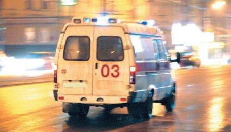 Посреди улицы избили водителя скорой, который вез больных. Видео