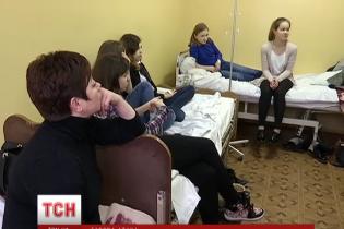 Дві старшокласниці з газовим балончиком зірвали навчання 980 учнів і відправили у лікарню 14 з них